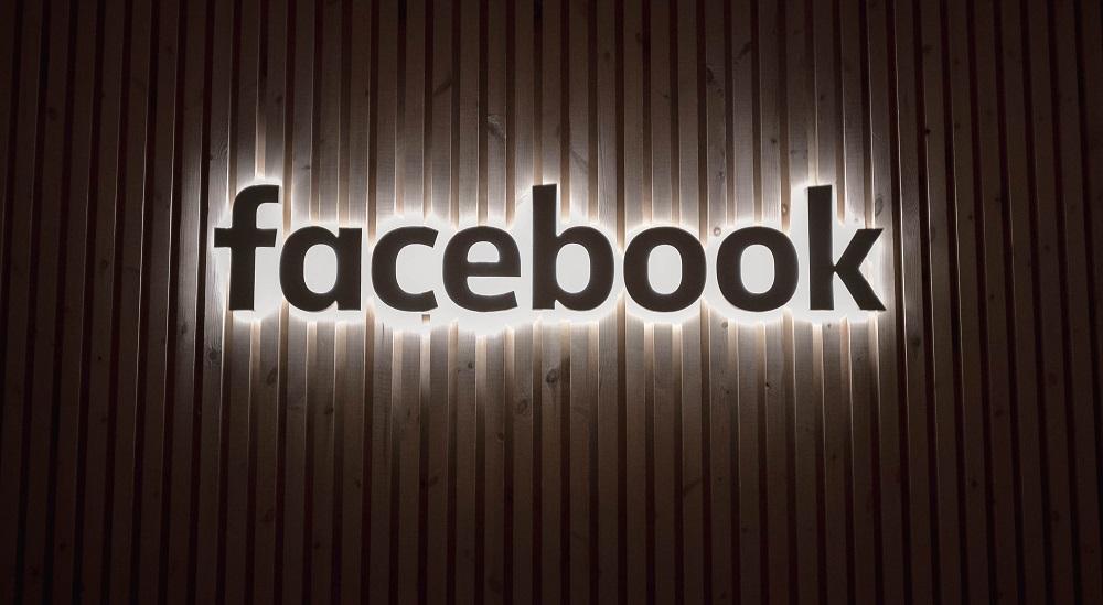 facebook-scritt-su-muro
