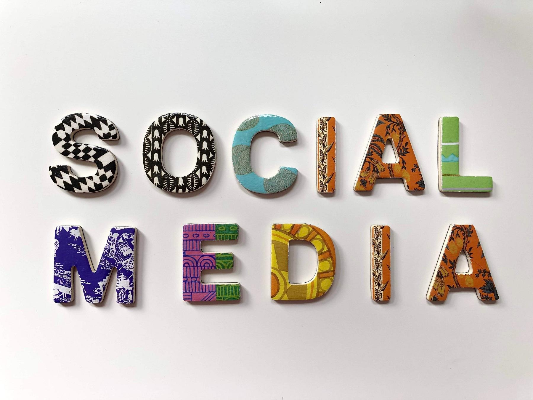 social-media-scritta